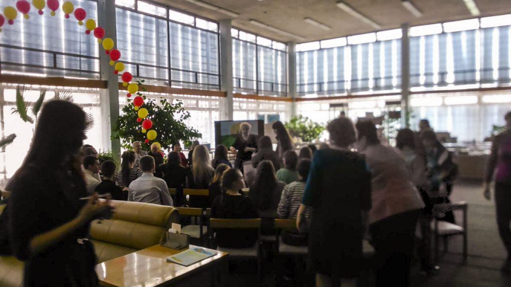 Мероприятие в библиотеке им. Аксакова (в рамках акции Связь поколений) встреча молодежи с парами прожившими более 50 лет вместе.